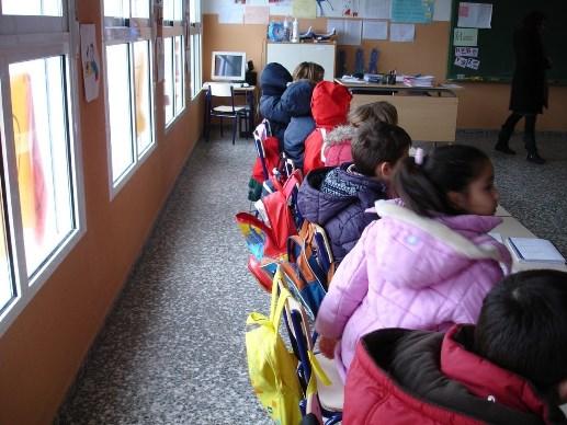 """""""FRÍO"""" obliga a cambiar  horario en 140 escuelas"""
