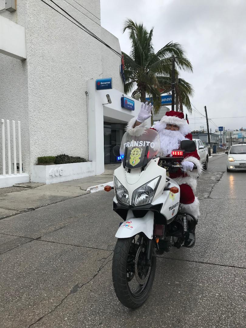 Santas motorizados recorren Tampico
