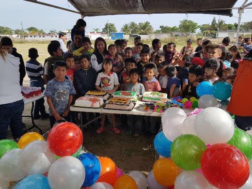 Realizan posada para niños de sector Adrián González