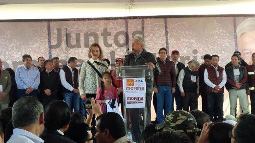 """Pide AMLO al INE investigue """"complot"""" en su contra"""