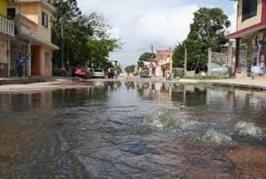 Rescata COMAPA a familias de vivir entre aguas negras