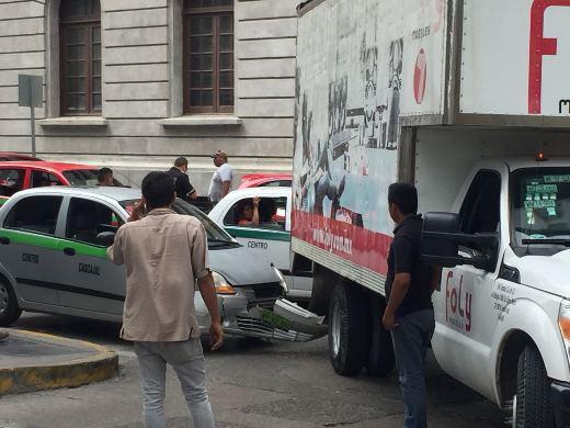 Choca ruletero camioneta de Foly en el centro de Tampico
