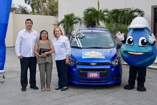 """Entregan automóvil a ganadora del sorteo """"Pagando Vas Ganando 2019''"""