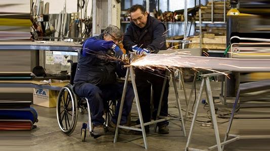 """Empresas """"abren espacios"""" a los discapacitados y adultos mayores"""