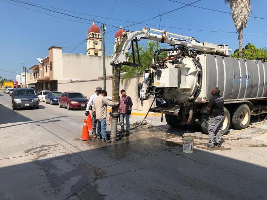 Realizan desazolve de drenajes en la ciudad