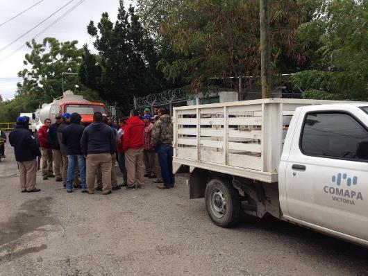 Protestan empleados de la COMAPA