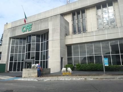 CFE se compromete a reparar 46 postes dañados