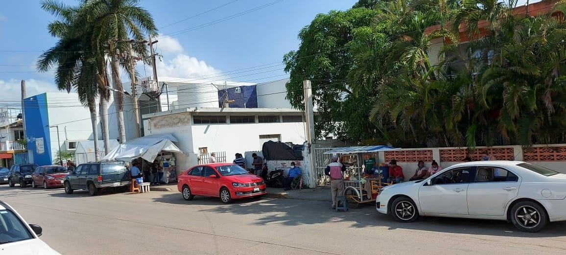 Piden evitar aglomeraciones afuera de hospital Civil