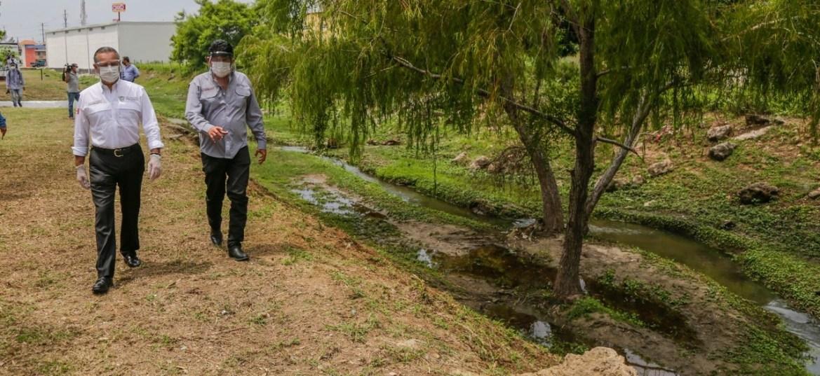 Recuperan drenes pluviales su fluidez