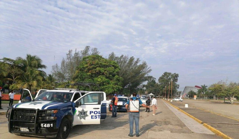 Sanitizan patrullas de la Policía Estatal