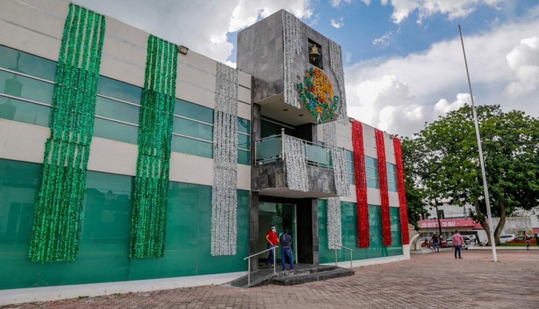 Por mes patrio, decoran presidencia de Ciudad Madero