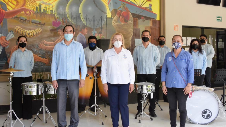 Entrega nuevos instrumentos a La Banda de Música de Altamira