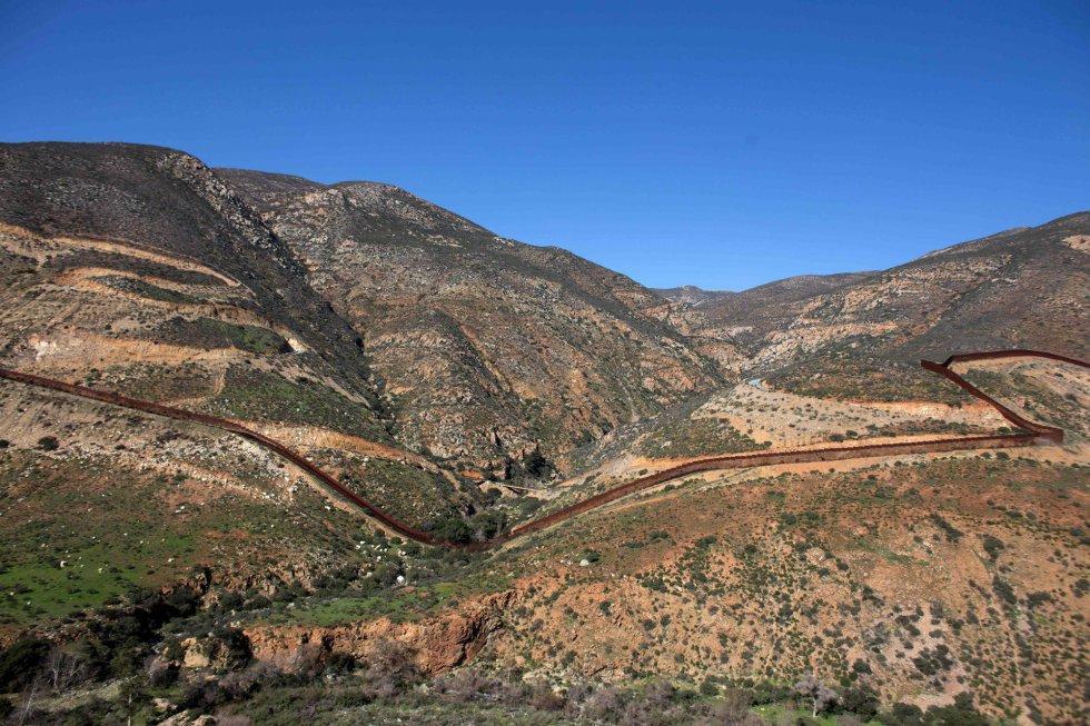 Suspenden construcción del muro fronterizo con USA