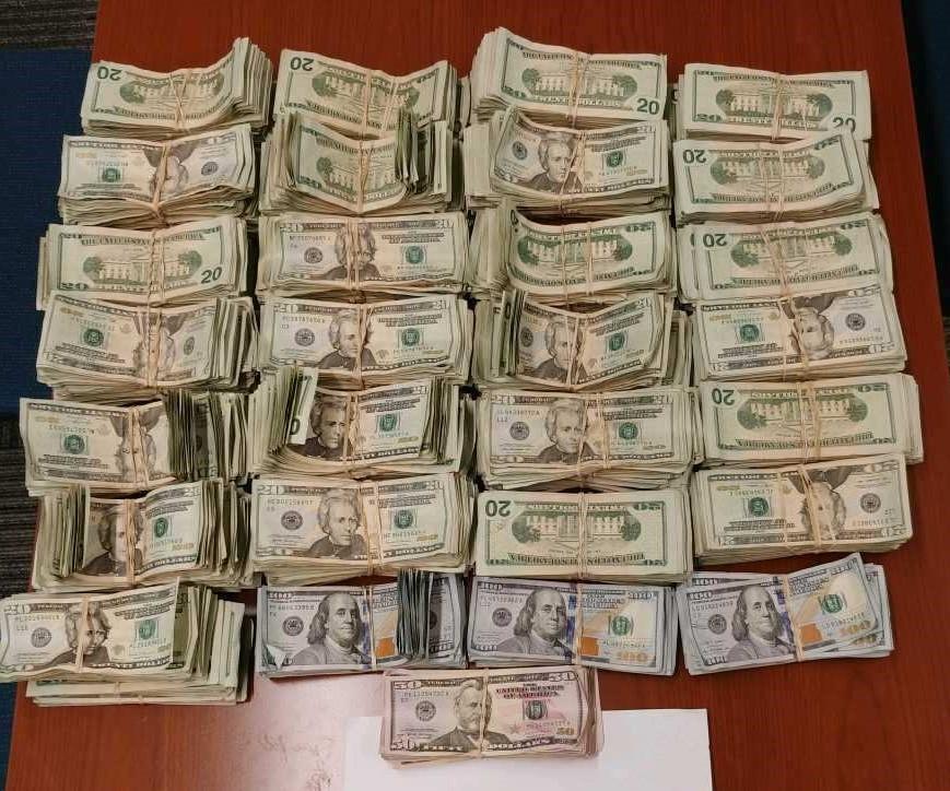 Confiscan 140 mil dólares no reportados al fisco de EU