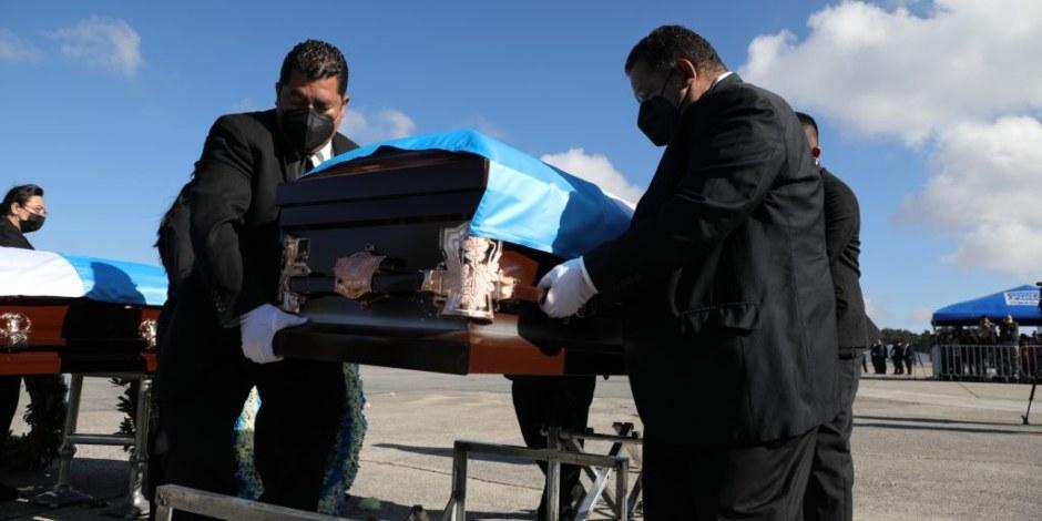 Repatrian cuerpos de 16 guatemaltecos encontrados en el ejido Santa Anita