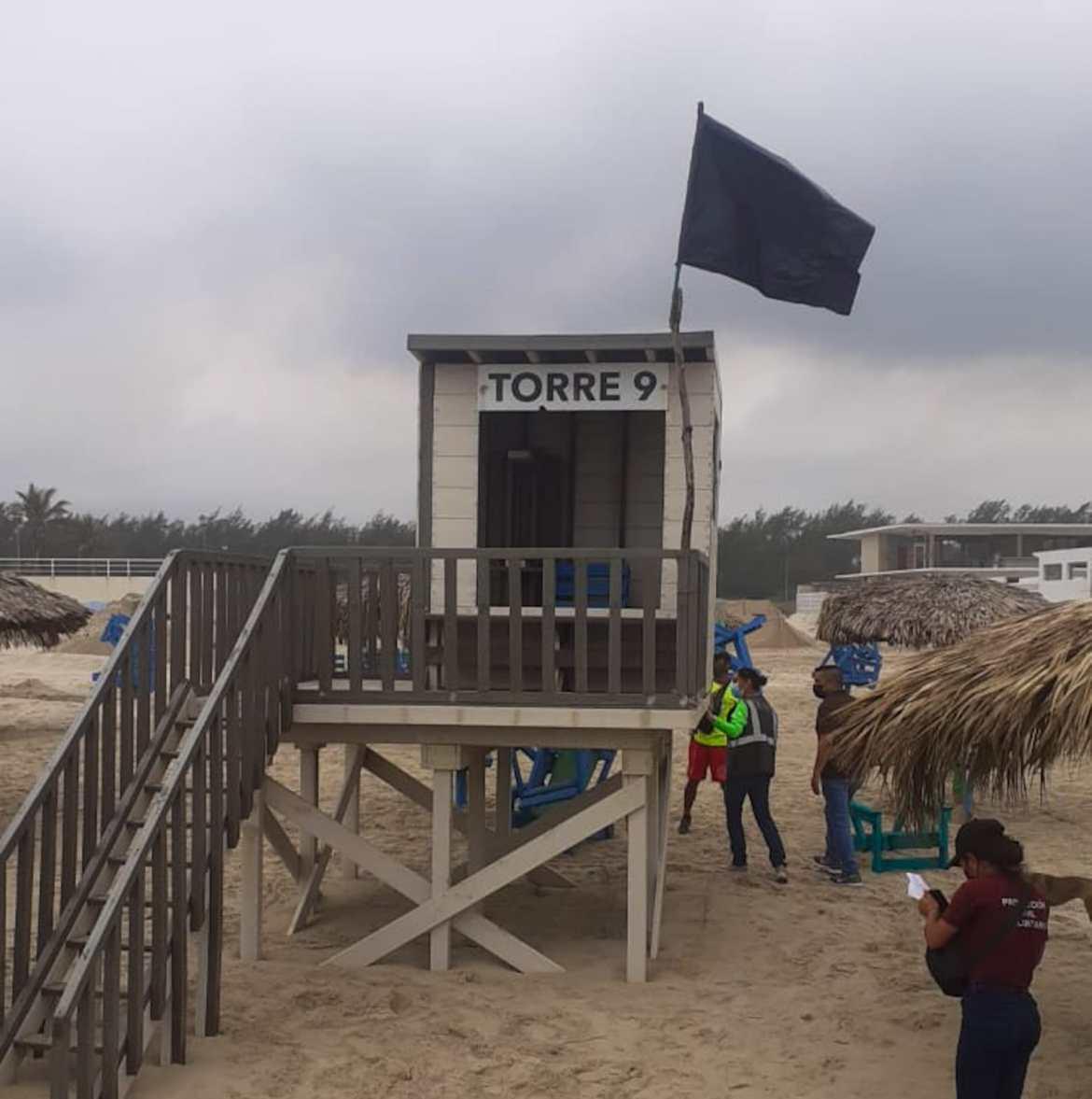 Instalan bandera negra en Playa Miramar