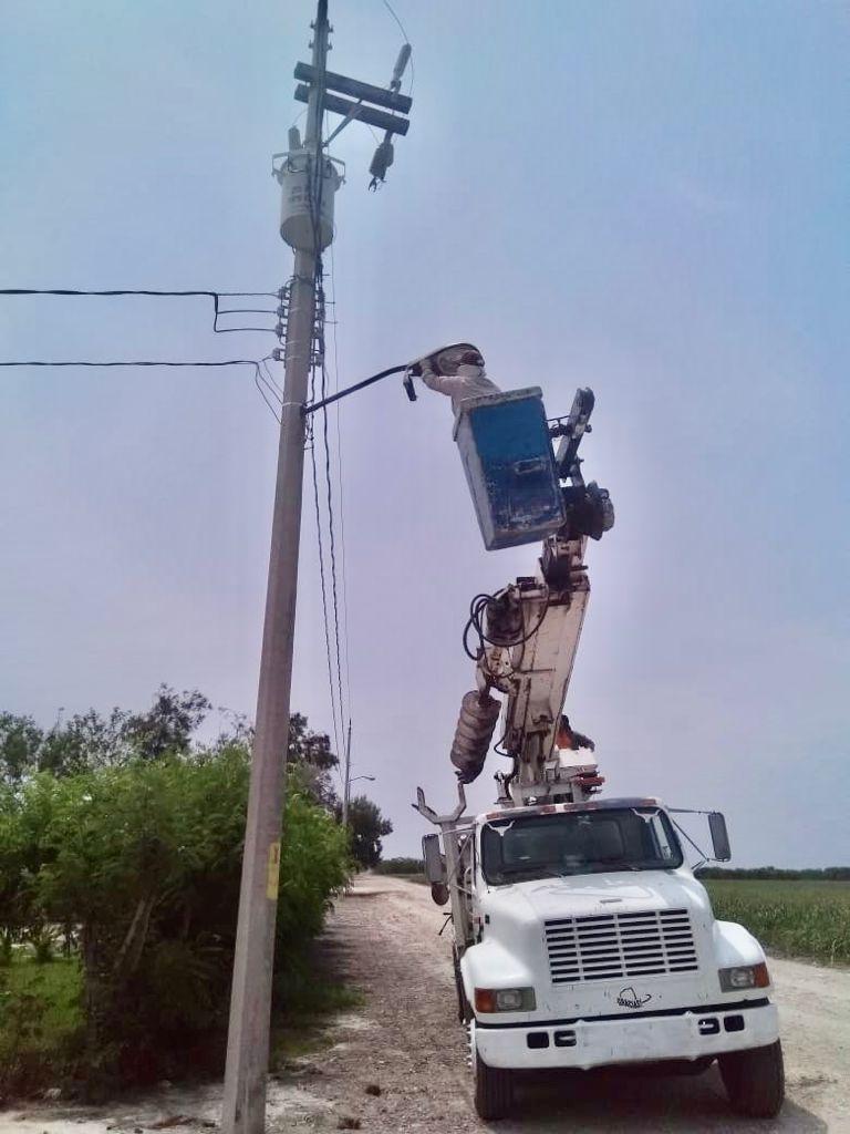 Rehabilitan luminarias en Vicente Guerrero y San Rita