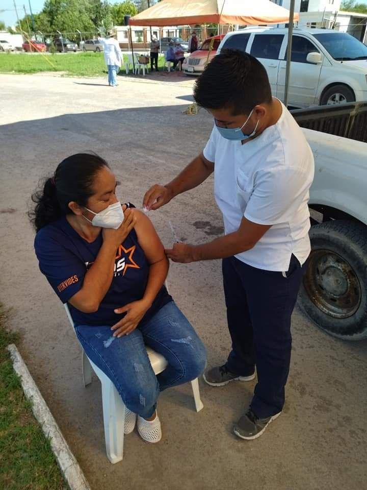Inicia vacunación Covid de 40 a 49 años en Burgos, Méndez y Cruillas