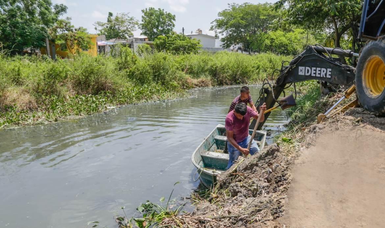 Intensifican limpieza de canales pluviales