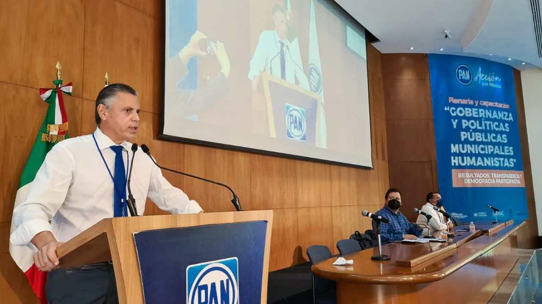 Participa Nader como ponente ante más de 200 alcaldes electos