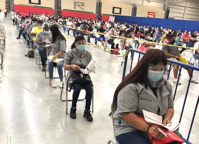 Vacunan contra COVID a obreros de maquiladora