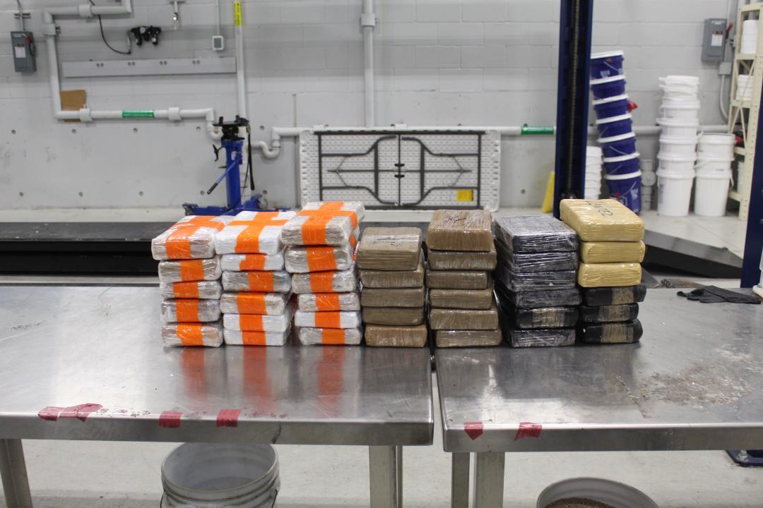 Decomisan metanfetamina, cocaína y fentanilo con valor de más de un millón 100 mil dólares