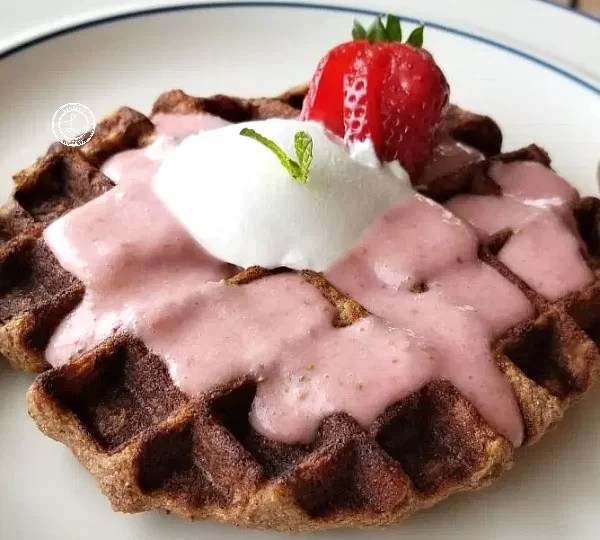 Strawberry waffle with strawberry smoothie sauce