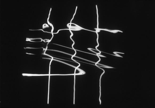 François Morellet, Reflets dans l'eau déformés par le spectateur, 1964 Bois, contreplaqué, néons, métal et eau — 240 × 108 × 108 cm Musée d'art contemporain du Val-de-Marne Photo © Jacques Faujour. © Adagp, Paris 2015