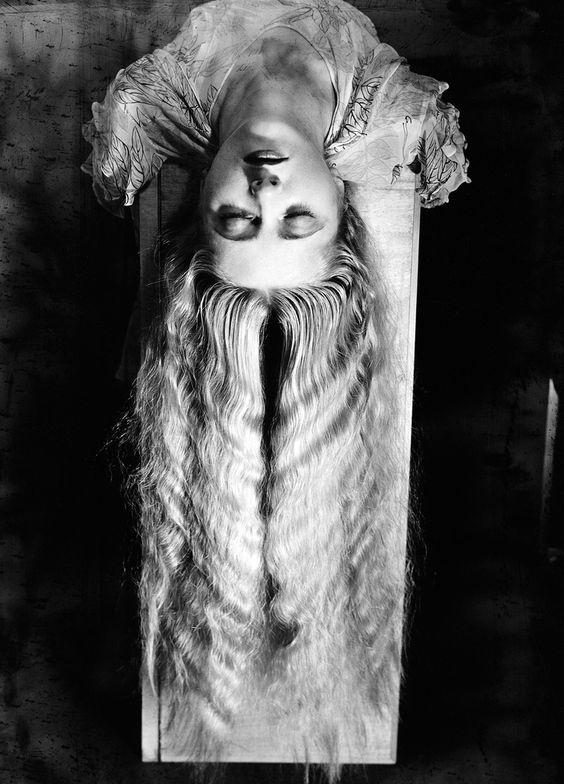 man-ray-femme-aux-longs-cheveux