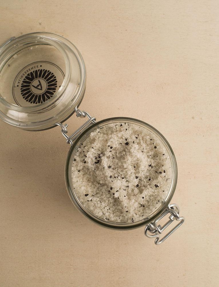 La ressource soins sel de bain gingembre citron patchouli charbon actif alinessence local naturel bio belgique