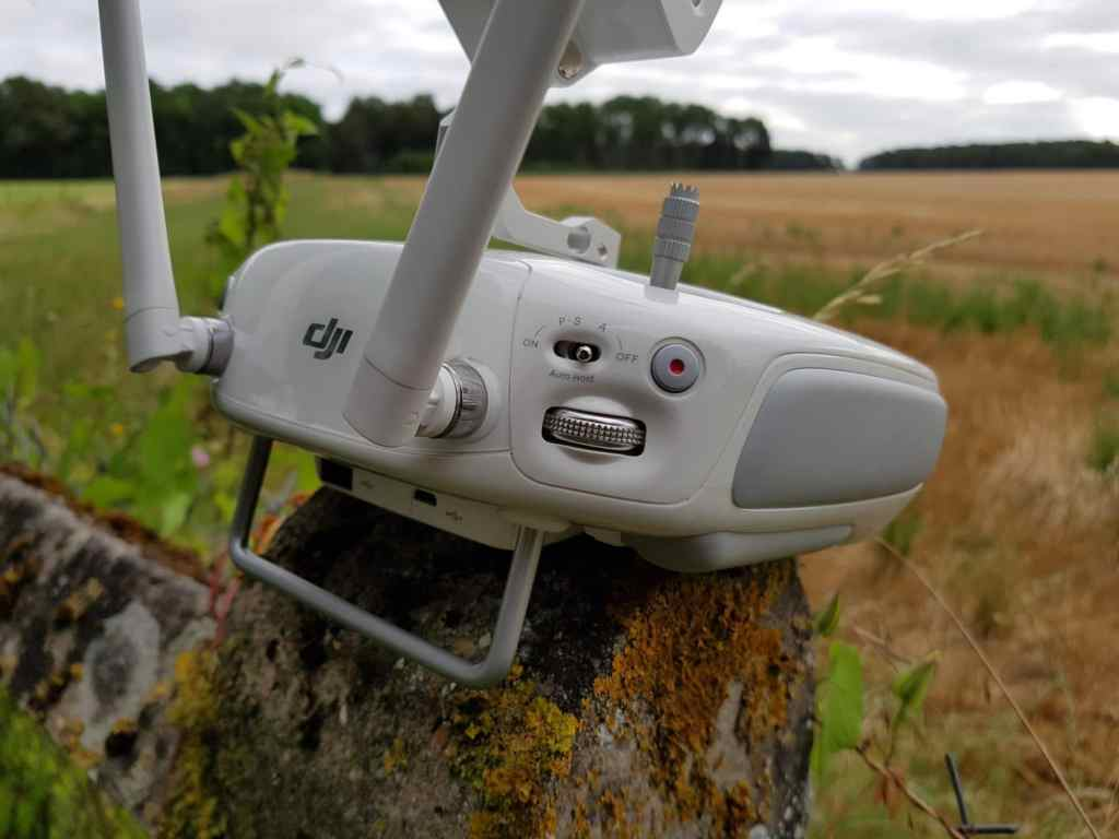 DJI Phantom 4 drone go pro grand public premium test review hands on prise en main la revue tech