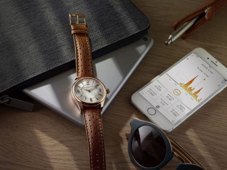 Frederique_Constant_Horological_Smartwatch_nature_morte_FC-282AS5B4