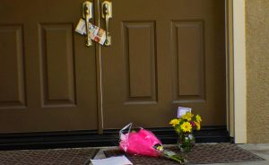 A condolence note with a bouquet of yellow flowers is seen at the Sheer's front door, the Family of four killed on Tuesday in their Pacific Hill's residence. May 29, 2014(photo/Marivel Guzman)