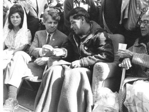 Helen Chavez, Robert F. Kennedy and Cesar Chavez breaking fast on March 10, 1968 (Flickr Commons/ Korean Resource Center)