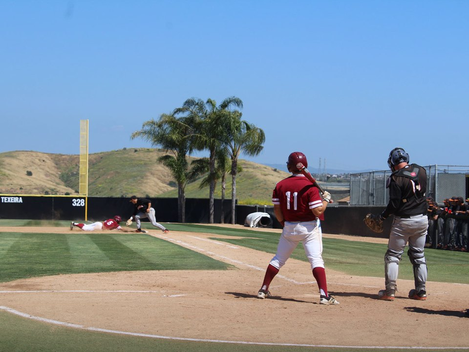 Saddleback College's Brett Auerbach watches Andrew Wilson dive back to first base as Riverside's pitcher attempts to pick him off. (Ethan Catanghal)