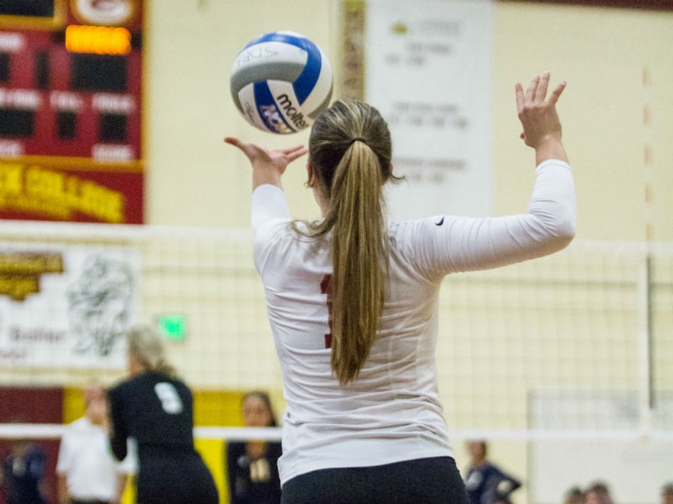 Libero Landry Armstrong winds up before her service ace on the LA Harbor Seahawks. (Colin Reef/Lariat)