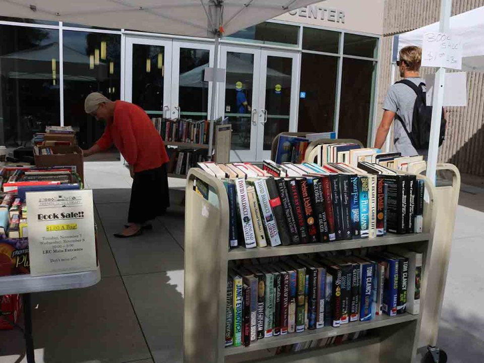 The Friends of the Library's annual book sale continues today in front of the LRC at Saddleback College. (Daniela Sanchez/Lariat)