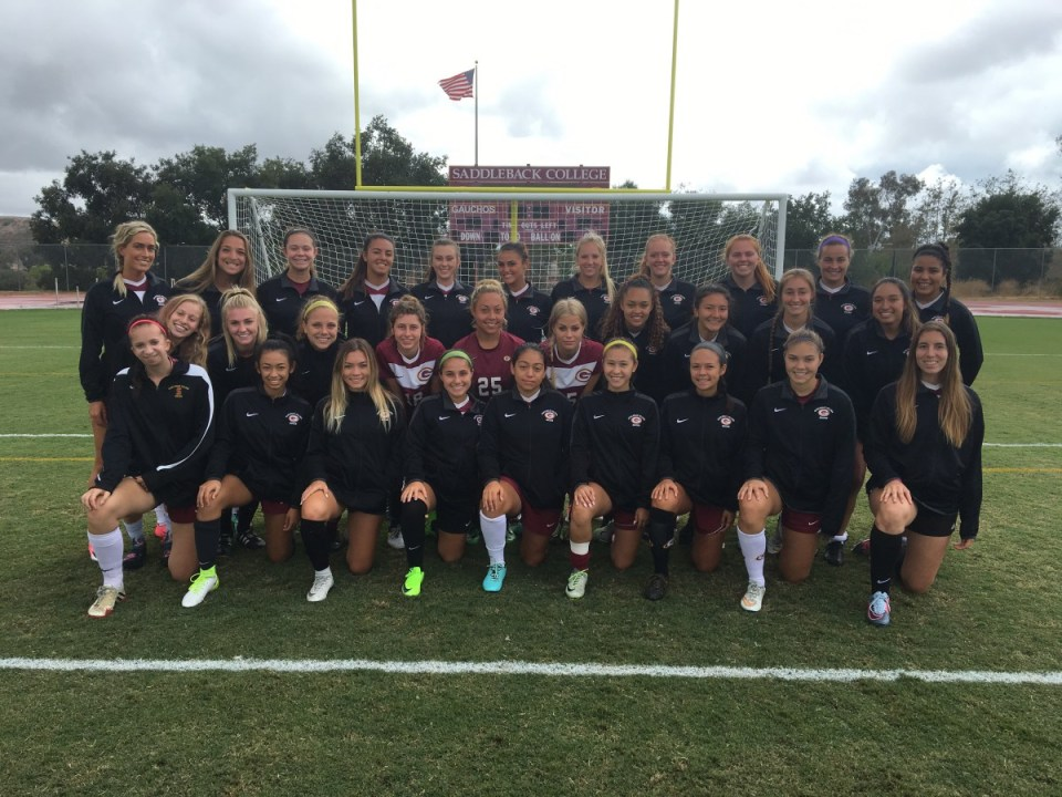 Posed photograph of the Saddleback College's women's soccer team for 2017. (BJ McNicol)