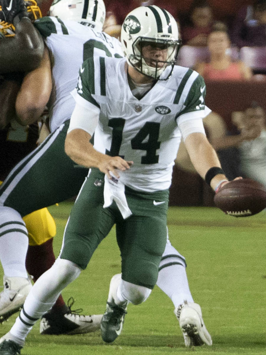 Sam Darnold at Jets vs Redskins game. Photo taken by Keith Allison, Wikimedia Commons.