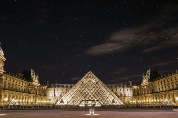 Cose da vedere a Parigi: La piramide a Piazza del Louvre