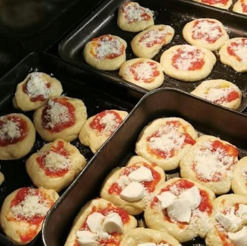 Condire le pizze al forno veloci