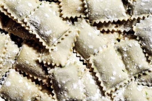 ravioli ripieni di gamberi e limone: ravioli ancora fresca