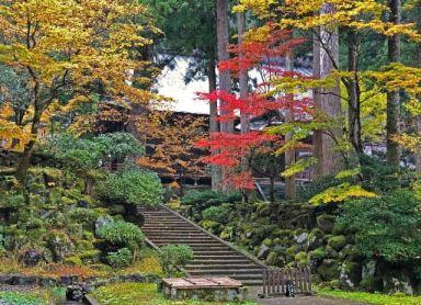 Viaggiare per ritrovare se stessi in un tempio