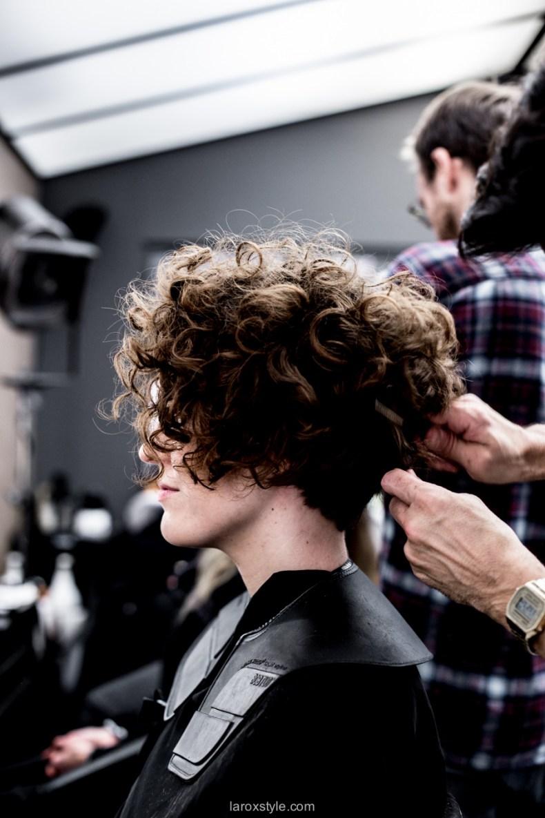 coupe courte cheveux boucles - coiffeur la loge lyon - blog laroxstyle -36