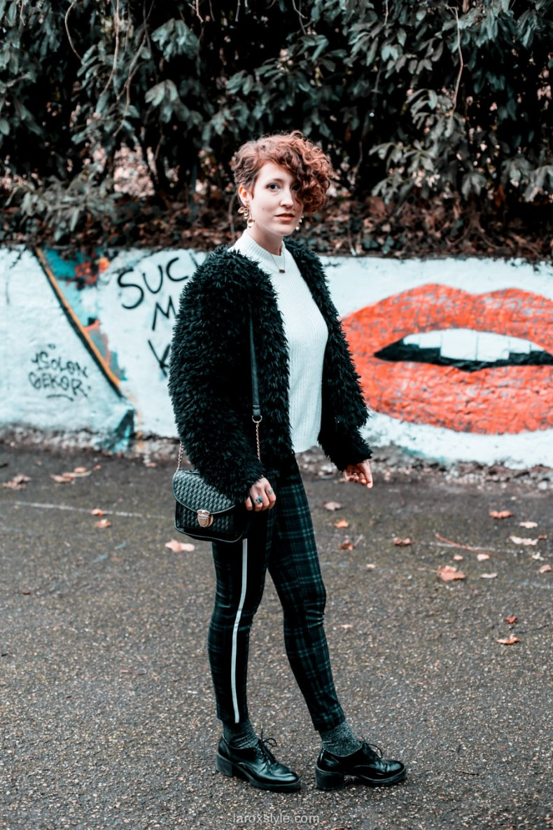 street style - Faux fur coat - pantalon a galon - laroxstyle - blog mode-5