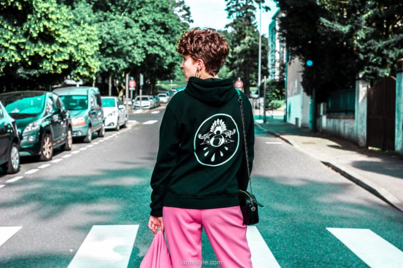 pantalon rose et sweat a capuche - blogueuse lyon