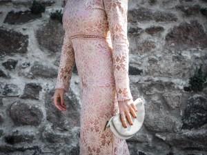 quelle tenue pour un mariage - robe moulante dentelles