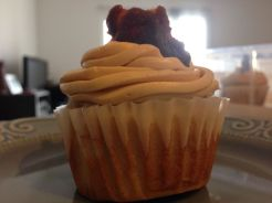 fat elvis cupcakes (banana cake, peanut butter-mascarpone buttercream and candied bacon)