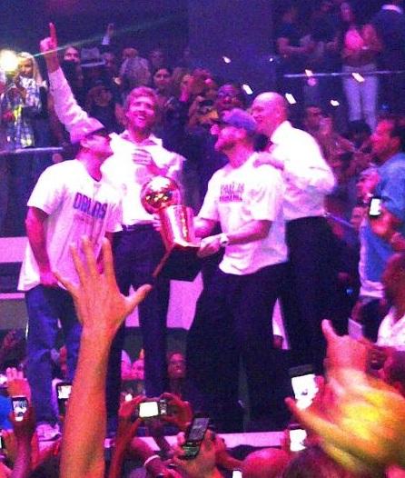 mavericks club liv1 Cuban, Lil Wayne Partying Where LeBrons Mom Was Arrested