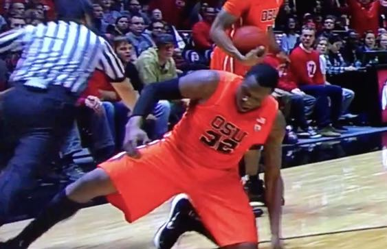 Jarmal Reid ejected for tripping referee (Video) | Larry ...